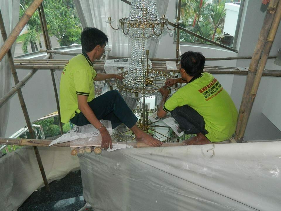 cuci-lampu-kristal-bapak-alex-11
