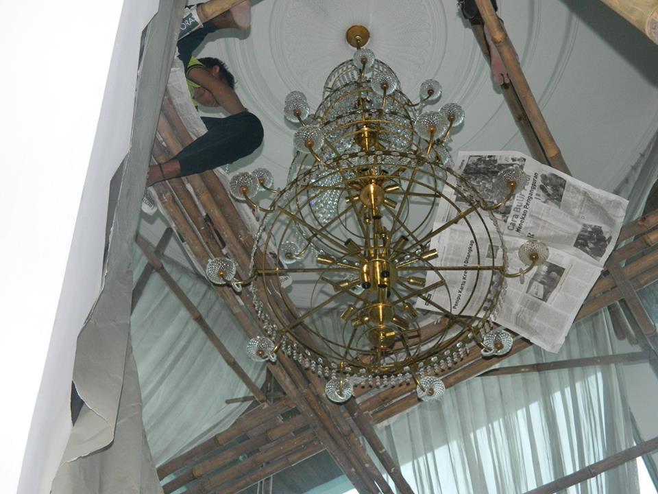 cuci-lampu-kristal-bapak-alex-16