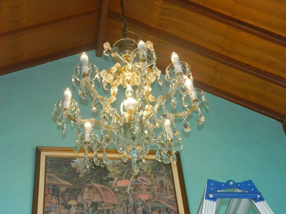 cuci-lampu-kristal-bapak-joko-27