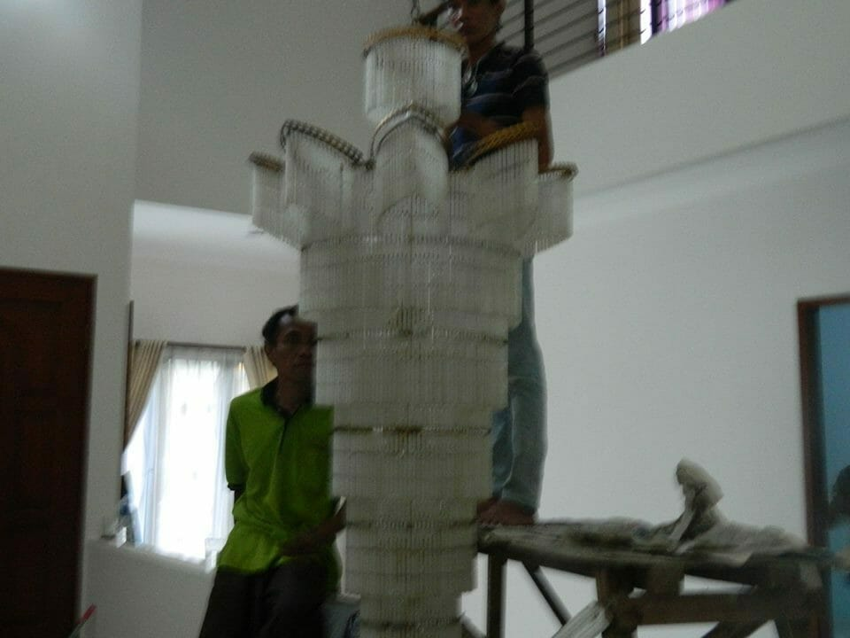 cuci-lampu-kristal-bapak-musa-08