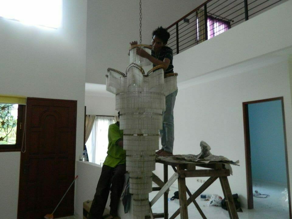 cuci-lampu-kristal-bapak-musa-09