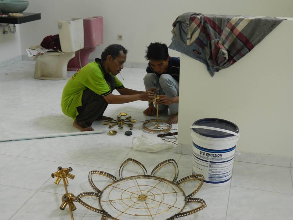 cuci-lampu-kristal-bapak-musa-15