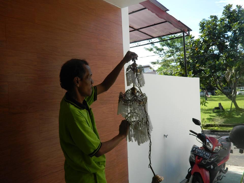 cuci-lampu-kristal-bapak-musa-24