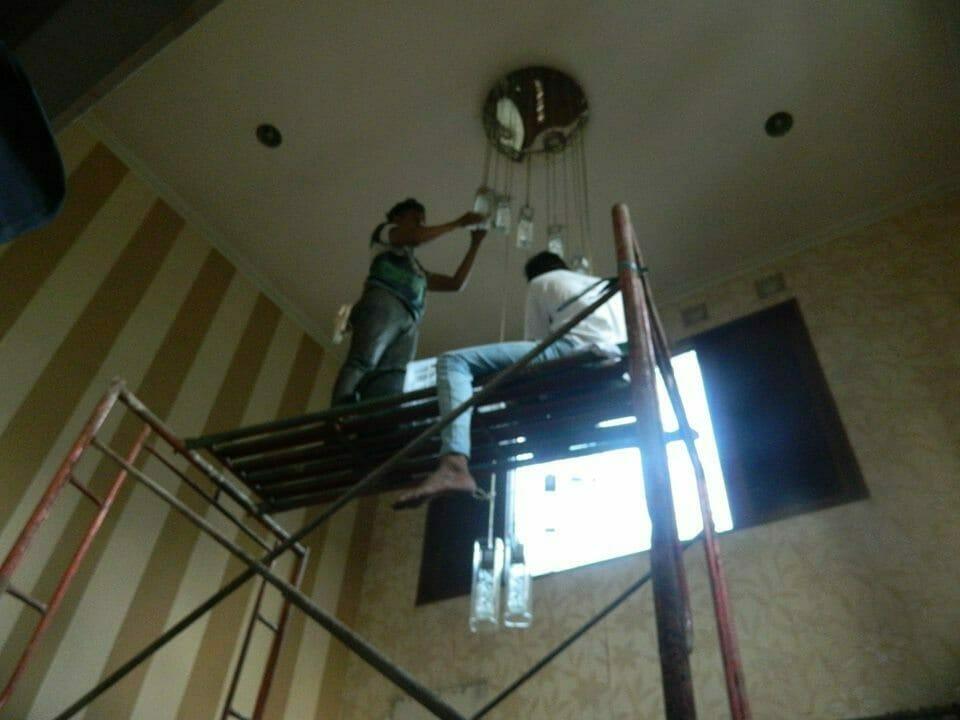 cuci-lampu-kristal-bapak-sonny-05