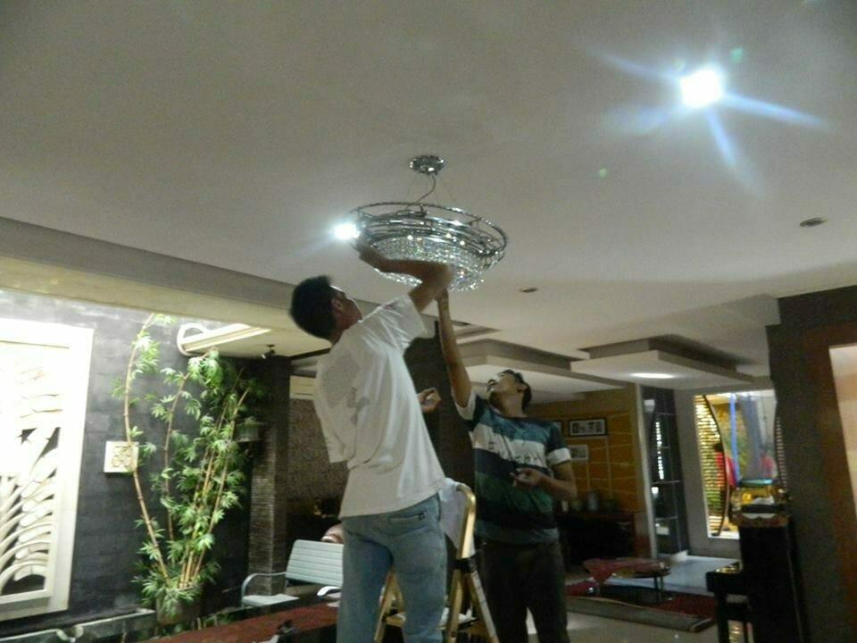 cuci-lampu-kristal-bapak-sonny-07