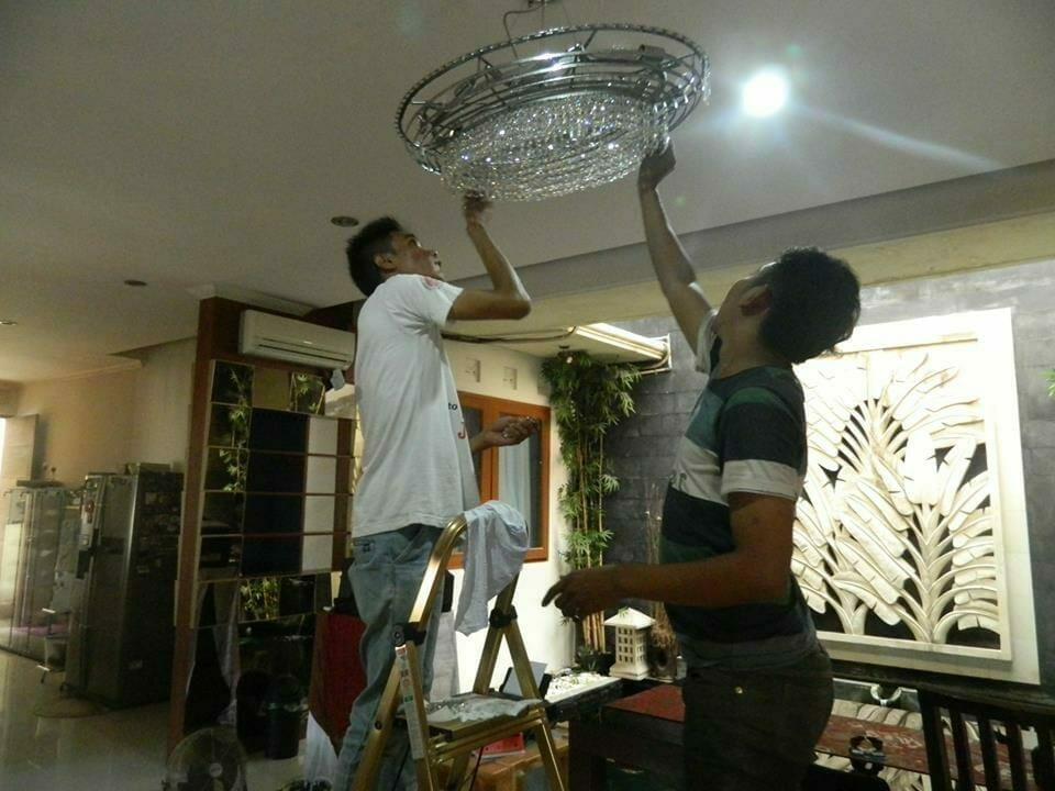cuci-lampu-kristal-bapak-sonny-08