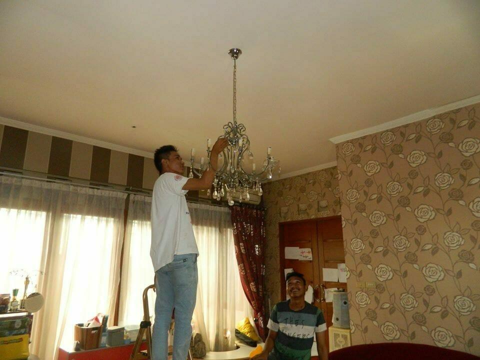 cuci-lampu-kristal-bapak-sonny-10