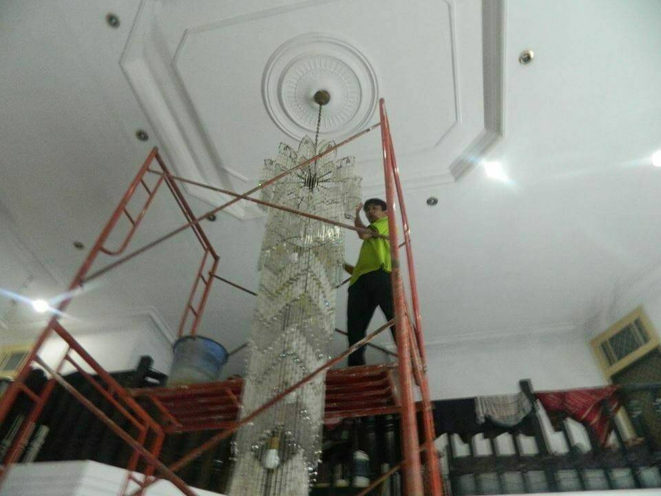Cuci lampu kristal bapak Warnot | Jasa Cuci Lampu Kristal
