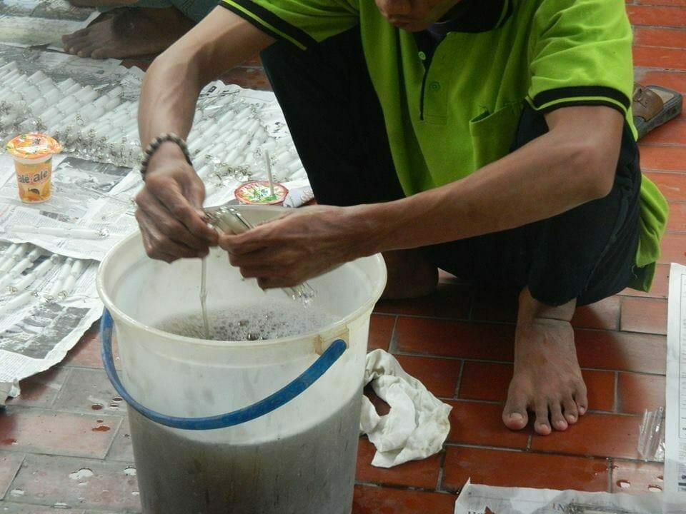 cuci-lampu-kristal-bapak-warnot-10