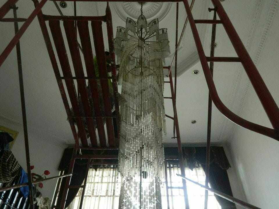 cuci-lampu-kristal-bapak-warnot-13