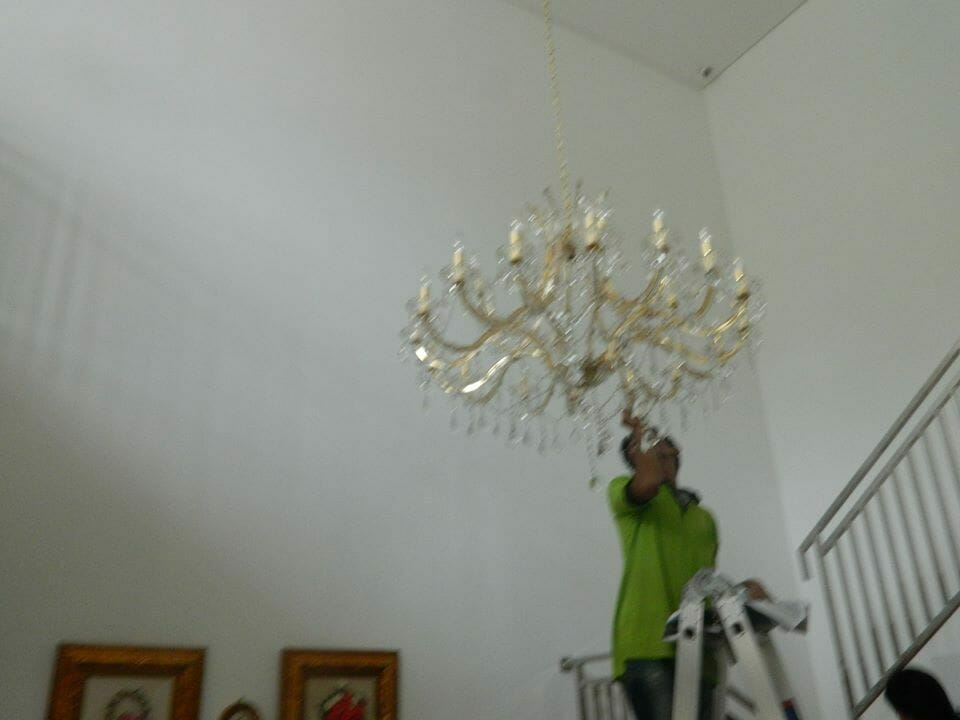 Cuci lampu kristal bapak Yanto | Jasa Cuci Lampu Kristal