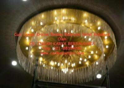 cuci-lampu-kristal-birawa-ballroom-04