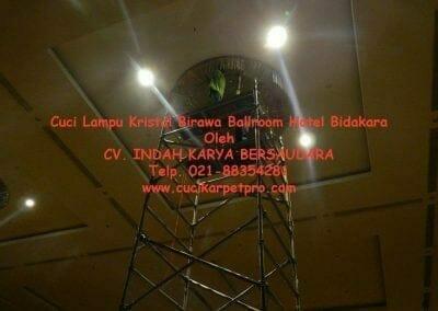 cuci-lampu-kristal-birawa-ballroom-29