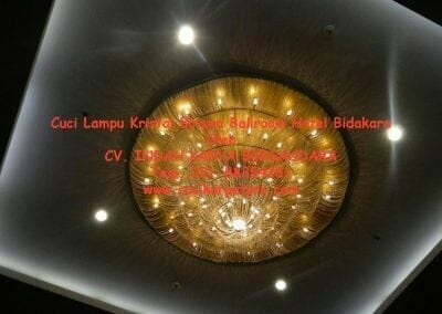 cuci-lampu-kristal-birawa-ballroom-65