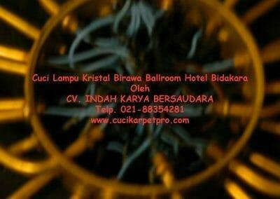 cuci-lampu-kristal-birawa-ballroom-66