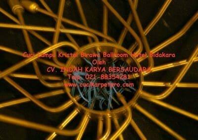 cuci-lampu-kristal-birawa-ballroom-68