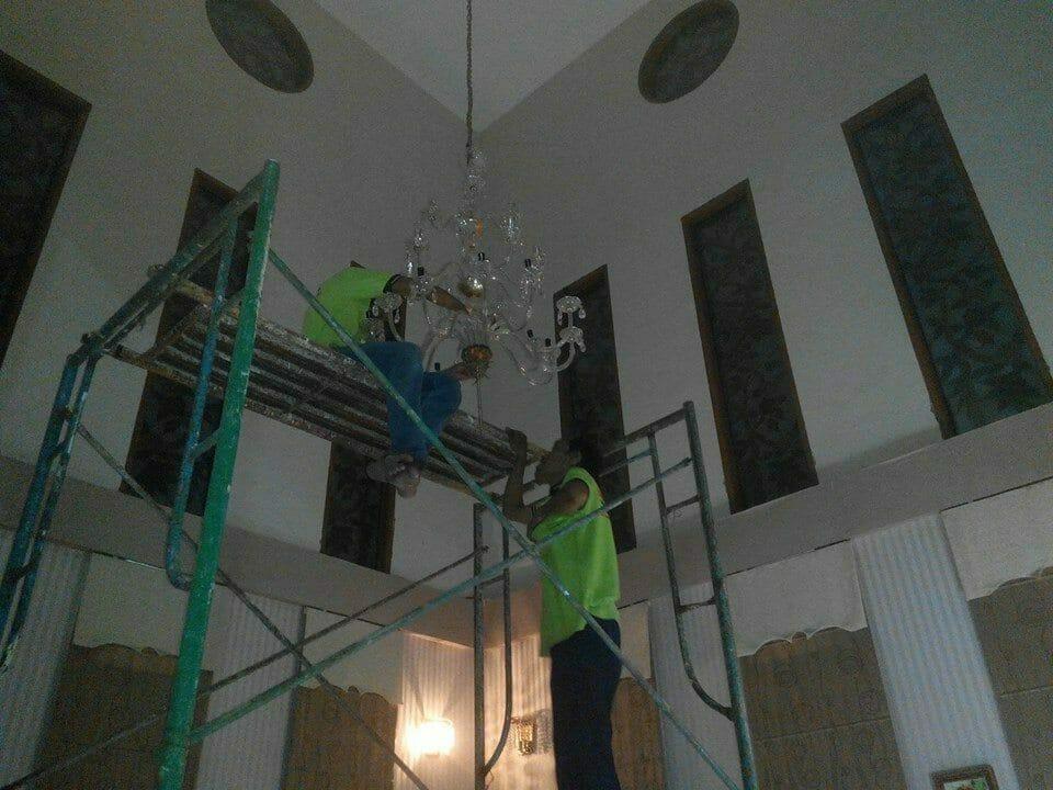 Cuci lampu kristal ibu Dewi | Jasa Cuci Lampu Kristal