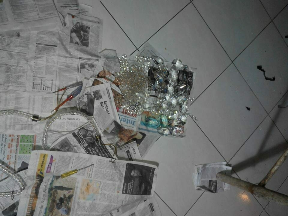 cuci-lampu-kristal-ibu-dewi-05