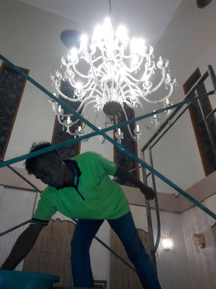 cuci-lampu-kristal-ibu-dewi-08