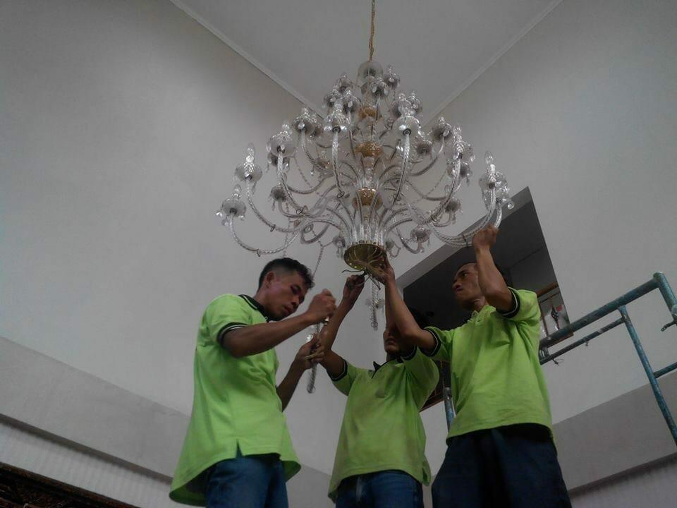 cuci-lampu-kristal-ibu-dewi-14