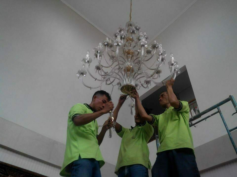 cuci-lampu-kristal-ibu-dewi-15