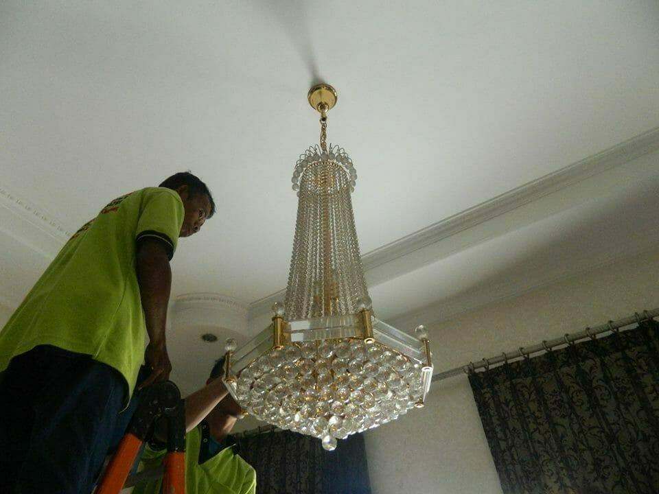 cuci-lampu-kristal-ibu-nadya-02