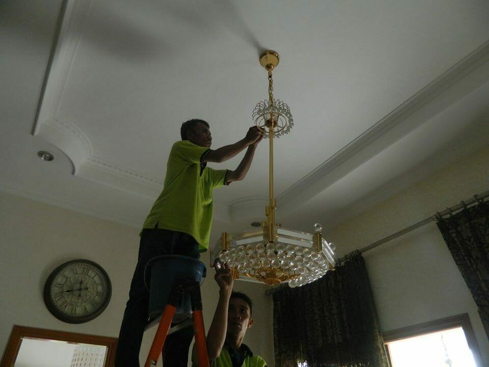 cuci-lampu-kristal-ibu-nadya-03