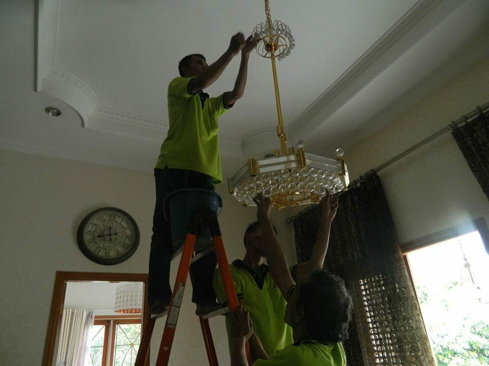 cuci-lampu-kristal-ibu-nadya-06