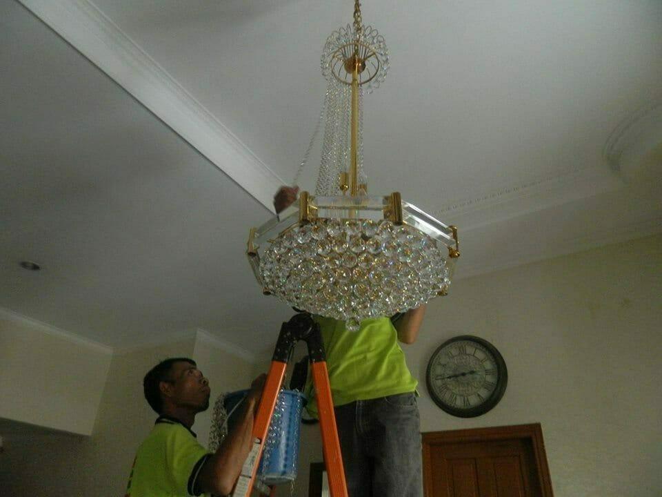 cuci-lampu-kristal-ibu-nadya-11