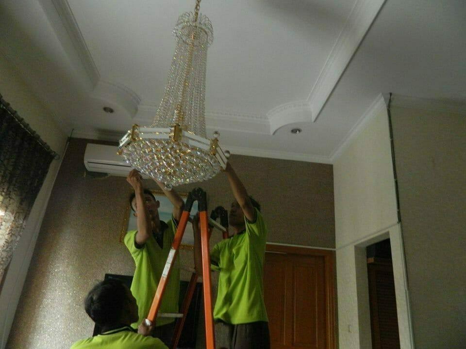 cuci-lampu-kristal-ibu-nadya-12