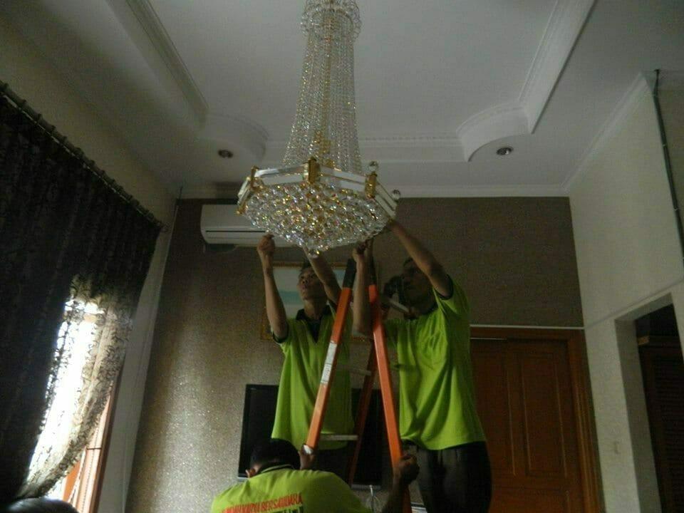 cuci-lampu-kristal-ibu-nadya-13