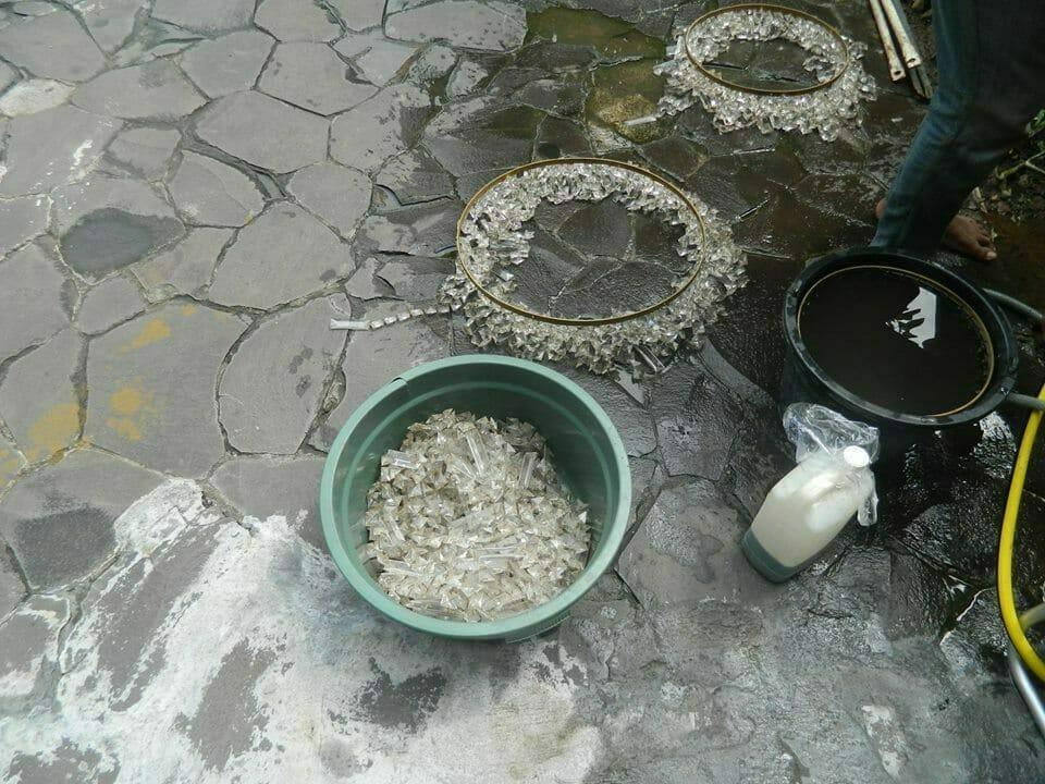 cuci-lampu-kristal-ibu-nani-03