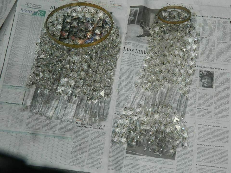 cuci-lampu-kristal-ibu-nani-04