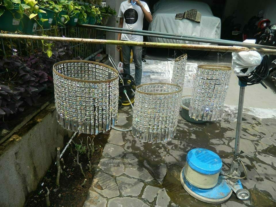 cuci-lampu-kristal-ibu-nani-06