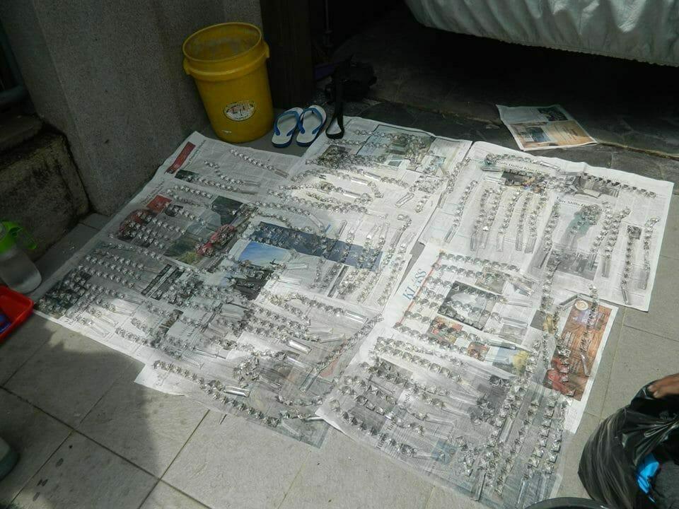 cuci-lampu-kristal-ibu-nani-08
