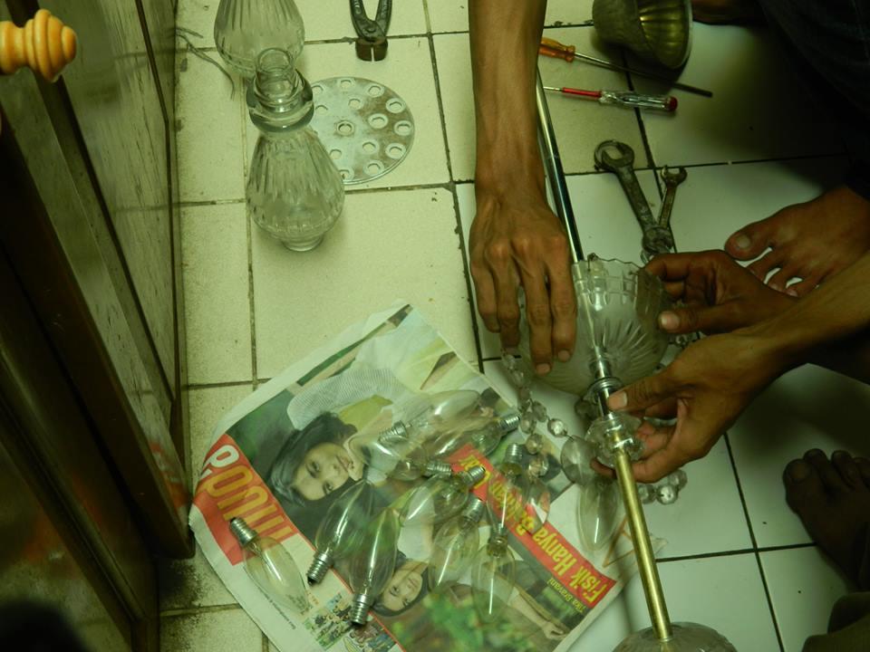 cuci lampu kristal ibu novi-04