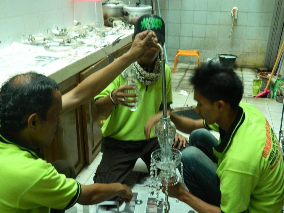 cuci lampu kristal ibu novi-06