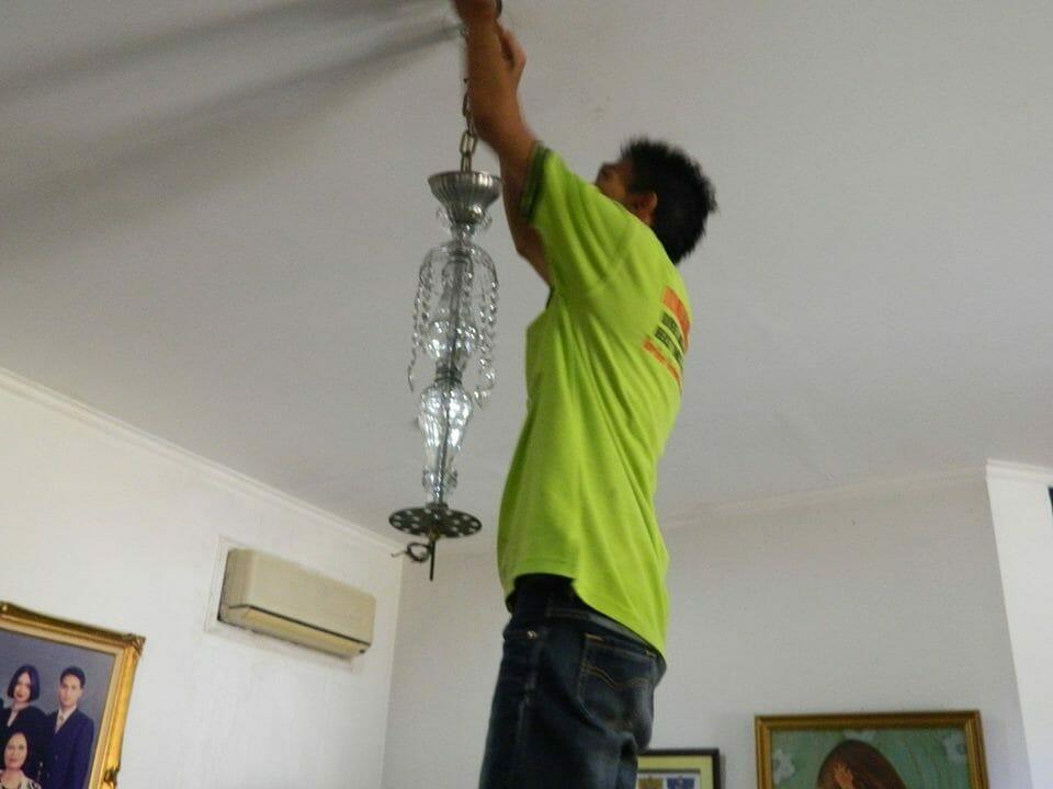 cuci lampu kristal ibu novi-09
