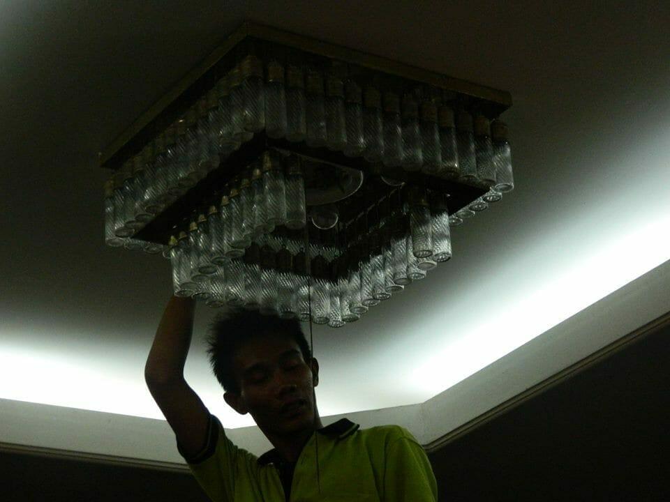 cuci lampu kristal ibu novi-13