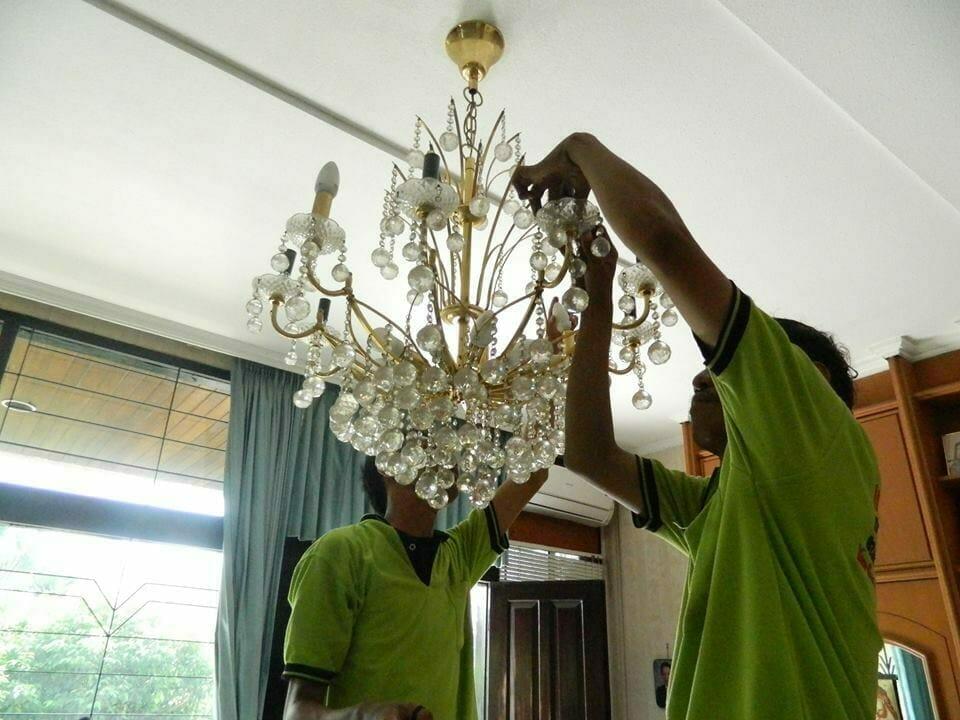 cuci lampu kristal ibu novi-18