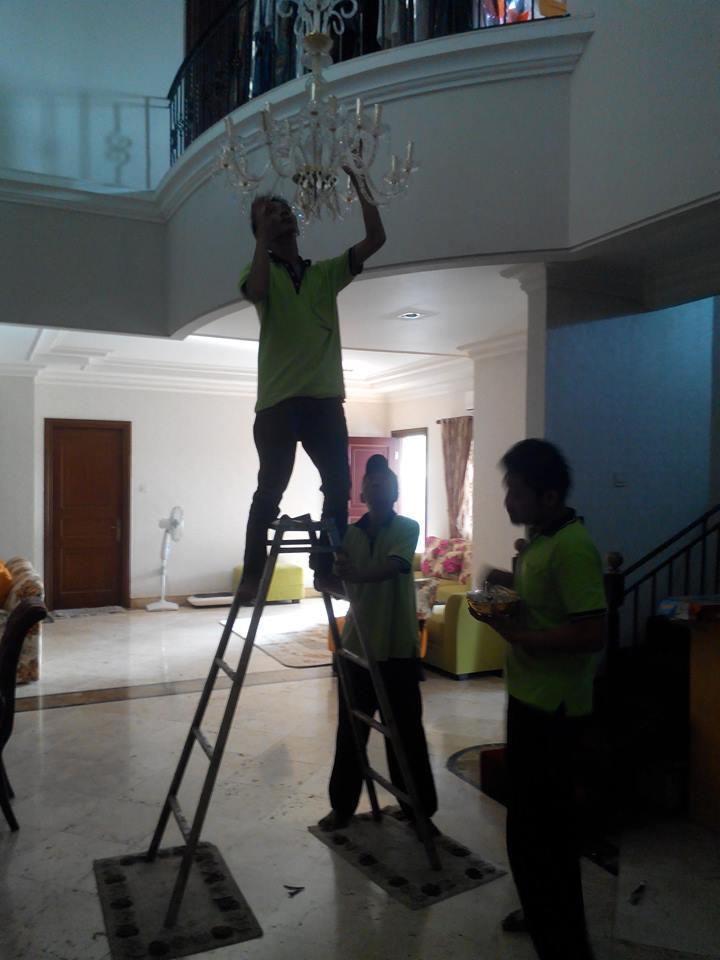 cuci lampu kristal ibu santi-09