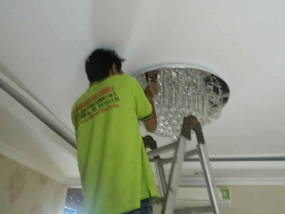 cuci-lampu-kristal-ibu-toti-05