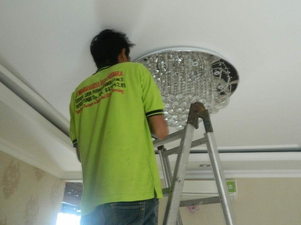 cuci-lampu-kristal-ibu-toti-06