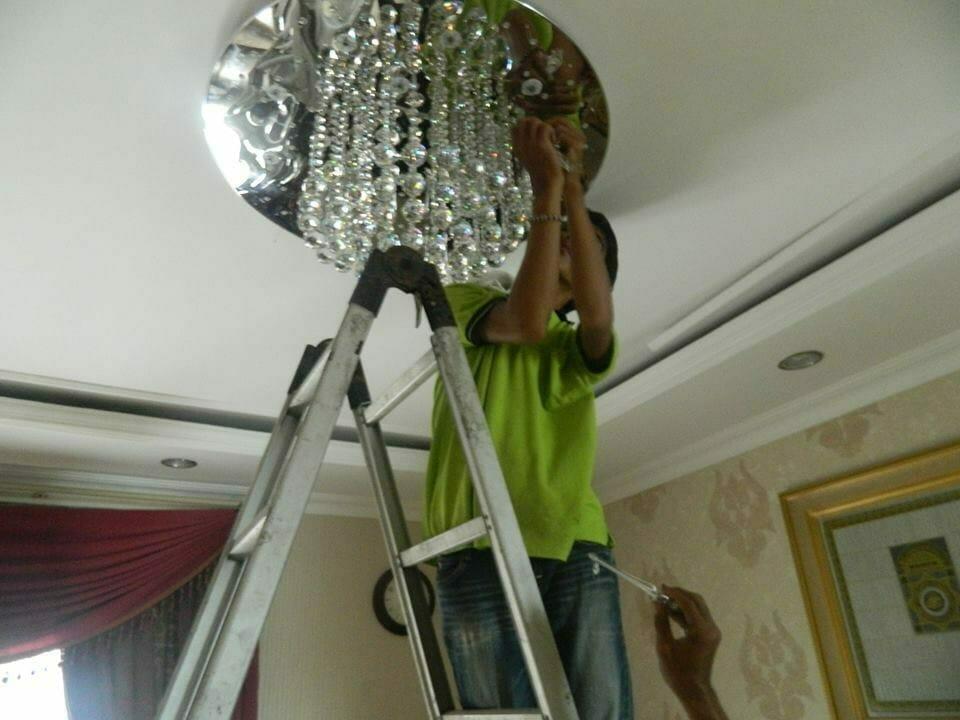cuci-lampu-kristal-ibu-toti-10