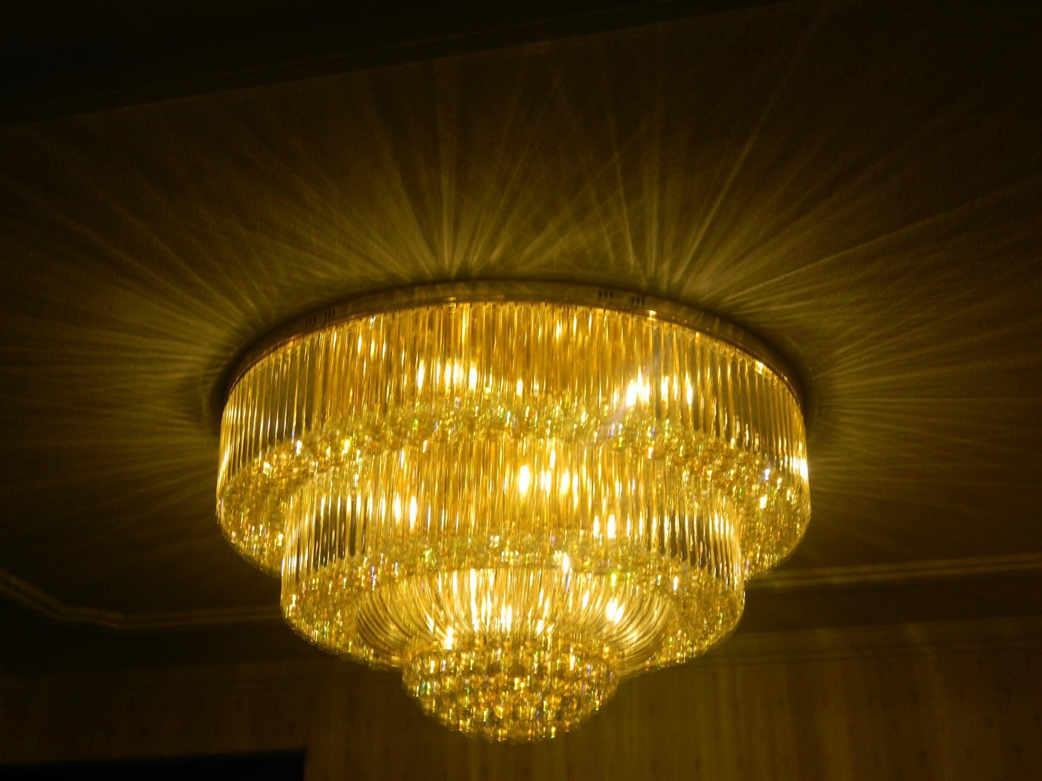 pasang-lampu-kristal-bapak-syam-11