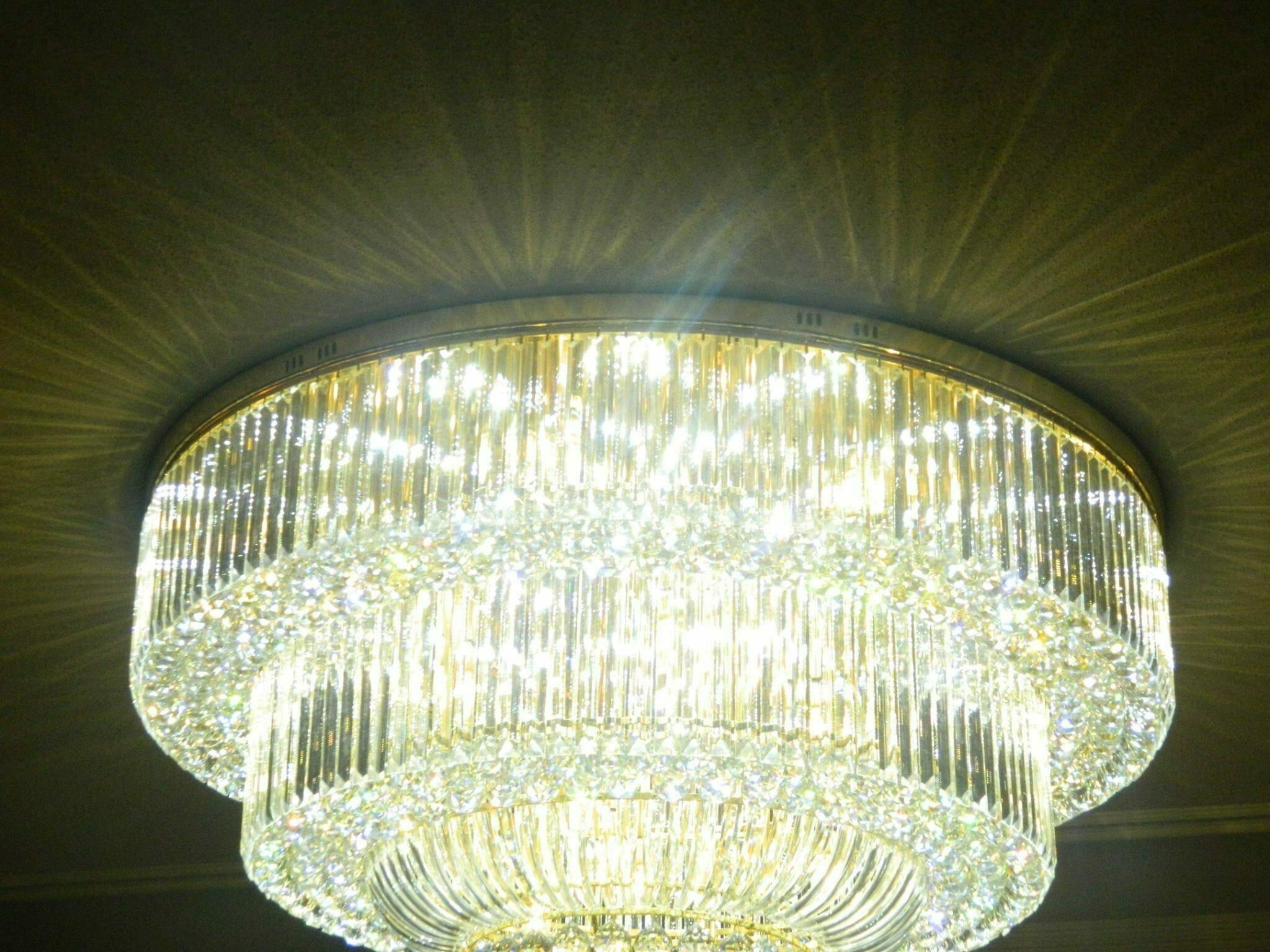 pasang-lampu-kristal-bapak-syam-12