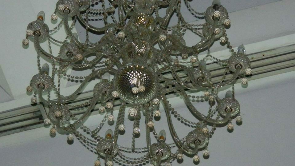 cuci-lampu-kristal-andrawina-ballroom-gedung-antam-hari-1-16