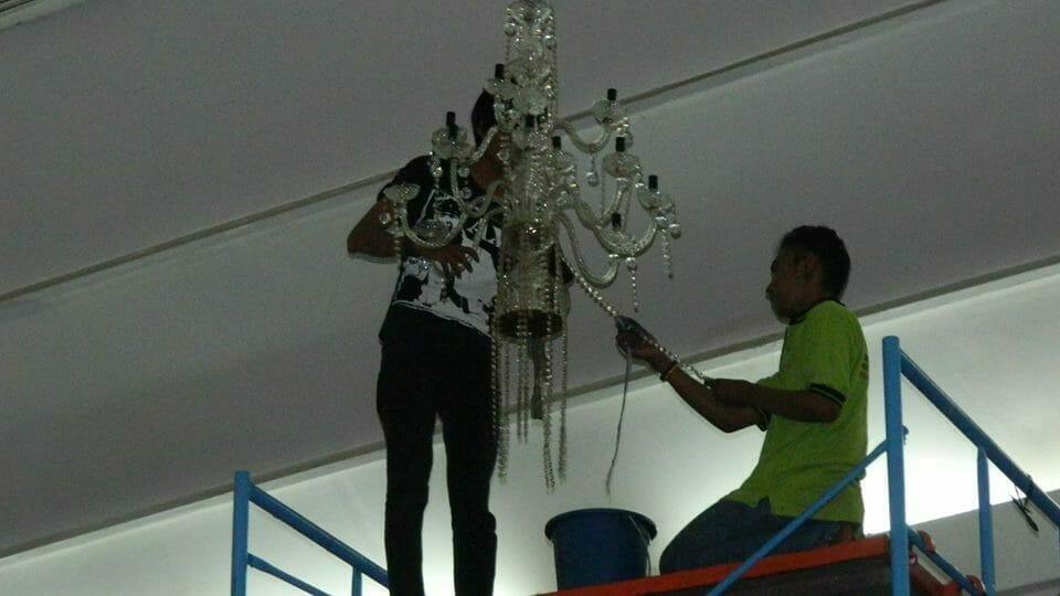 cuci-lampu-kristal-andrawina-ballroom-gedung-antam-hari-1-30