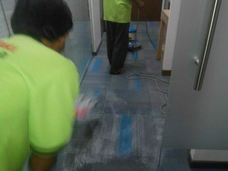 Cuci karpet kantor PT Eka Warna | Jasa Cuci Karpet