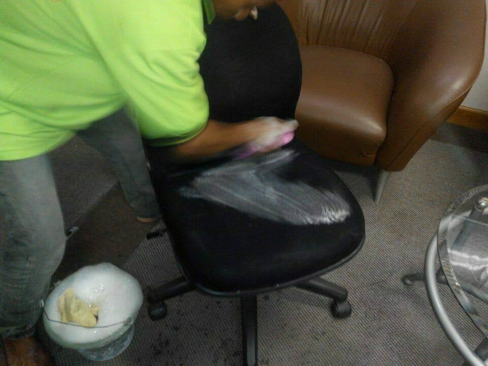 cuci-kursi-kantor-indolife-pensiontama-01